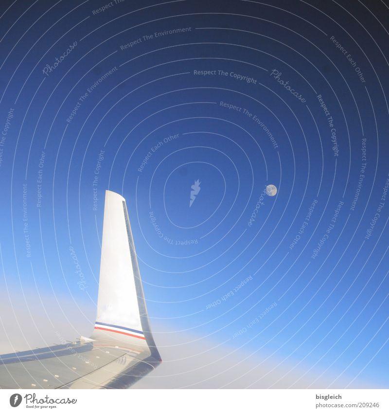 Mond über dem Pazifik Himmel ruhig Luft Flugzeug Tragfläche Mond Schönes Wetter Blauer Himmel Luftaufnahme Himmelskörper & Weltall Passagierflugzeug Wolkenloser Himmel über den Wolken Flugzeugausblick