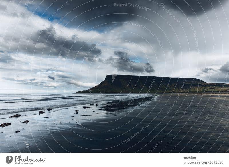 Traumstrand Natur Landschaft Sand Himmel Wolken Horizont Frühling Schönes Wetter Felsen Berge u. Gebirge Gipfel Wellen Küste Strand Bucht Meer Insel dunkel