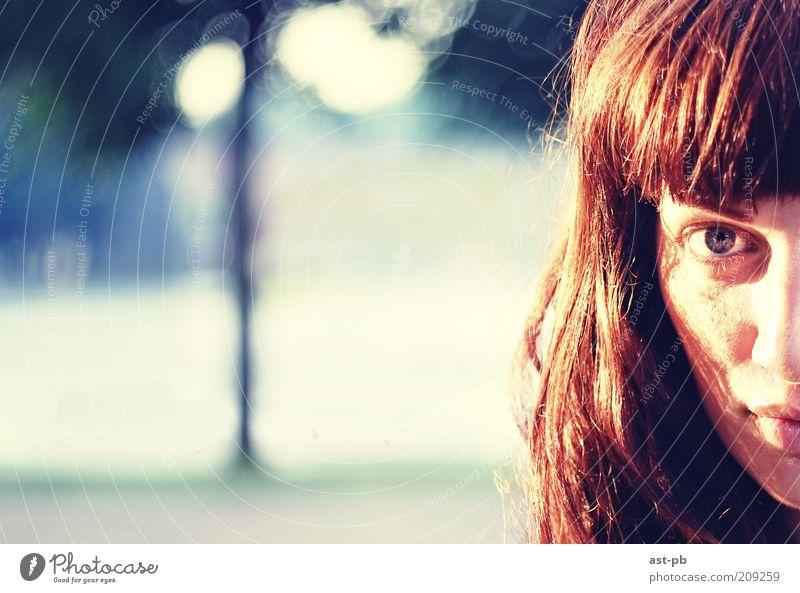 Auge Landschaft Gefühle Haare & Frisuren Behaarung Lippen Locken Interesse langhaarig rothaarig Sinnesorgane sauer Porträt Sonnenaufgang Mund Unschärfe
