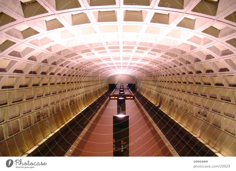 weit weg.. Architektur USA Station Tunnel U-Bahn Eisenrohr Washington DC