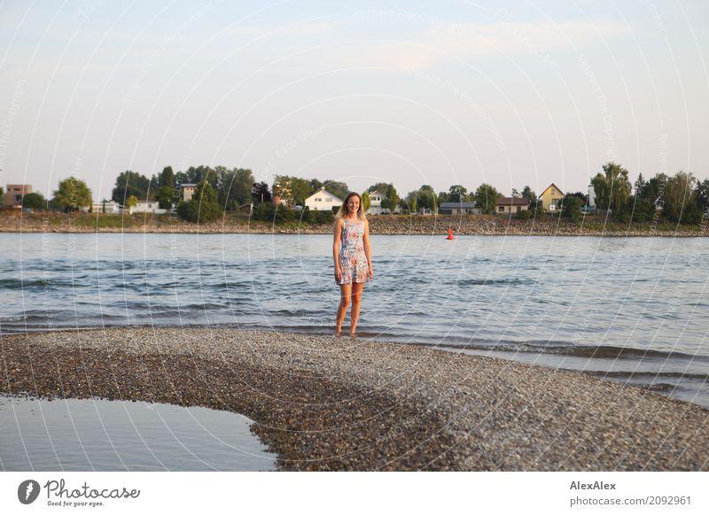 rheines vergnügen Natur Jugendliche Junge Frau Sommer schön Wasser Landschaft 18-30 Jahre Erwachsene Umwelt natürlich Küste glänzend ästhetisch Idylle