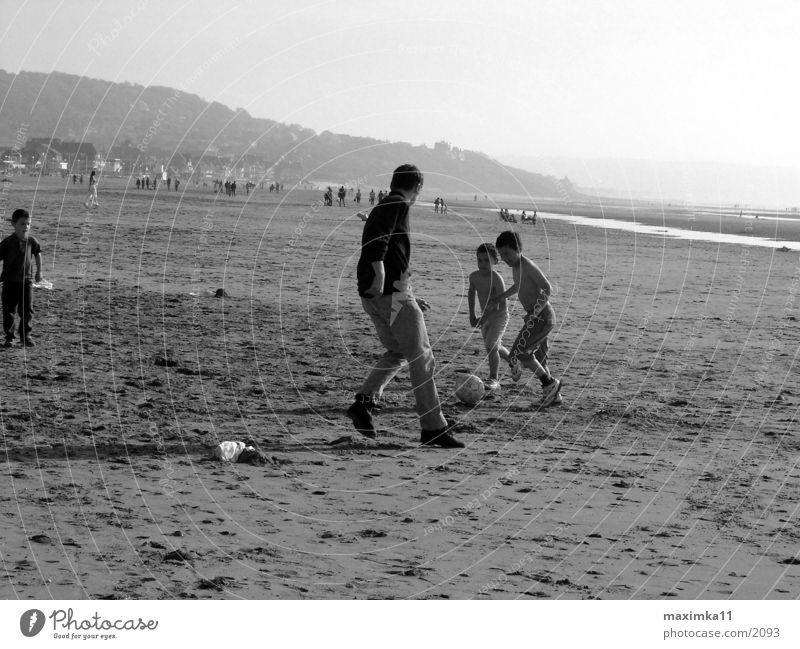 Nordsee, am Strand, Fussballspiel Mensch Kind Fußball