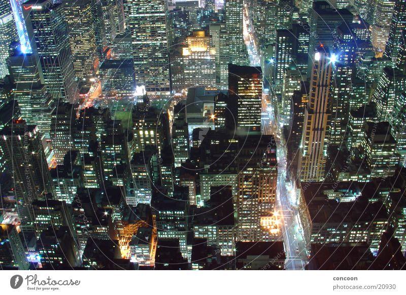New York City Matrix Beleuchtung Architektur Hochhaus USA Aussicht erleuchten beeindruckend Nachtaufnahme Häuserzeile Überblick Städtereise