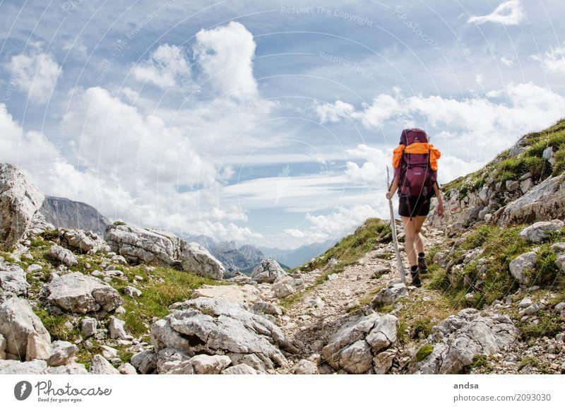 Italien - Dolomiten Mensch Frau Natur Ferien & Urlaub & Reisen Jugendliche Junge Frau Sommer Landschaft Einsamkeit Wolken Ferne 18-30 Jahre Berge u. Gebirge