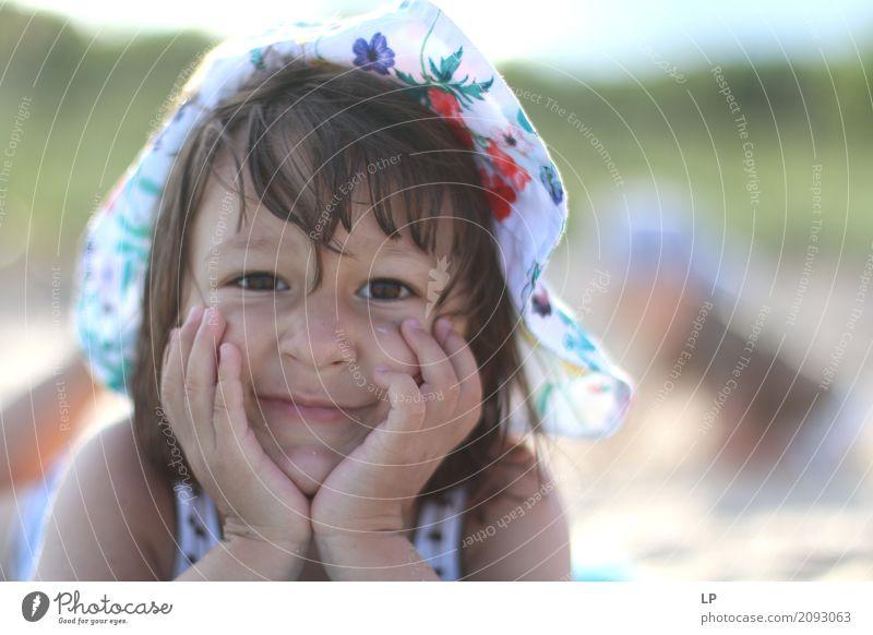 Porträt eines glücklichen Mädchens Lifestyle Freude schön Wellness Leben harmonisch Wohlgefühl Zufriedenheit Sinnesorgane Freizeit & Hobby Muttertag Mensch Kind