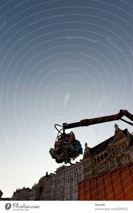 sAubermacher Stadt Haus dreckig Umwelt Fassade Sauberkeit Müll Reinigen Dienstleistungsgewerbe Reichtum Maschine Schönes Wetter anstrengen Wien Container