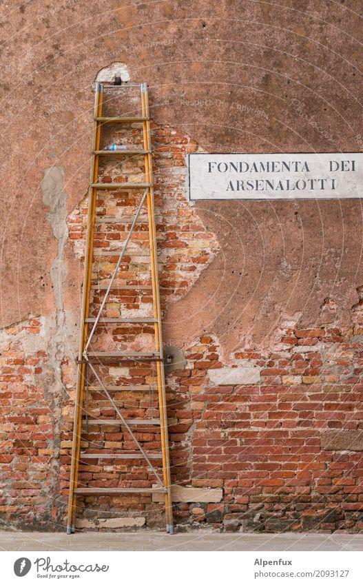 kaputt | die halbe Stadt ! Ferien & Urlaub & Reisen Haus Religion & Glaube Wand Mauer träumen stehen hoch Vergänglichkeit Italien planen Verfall Backstein
