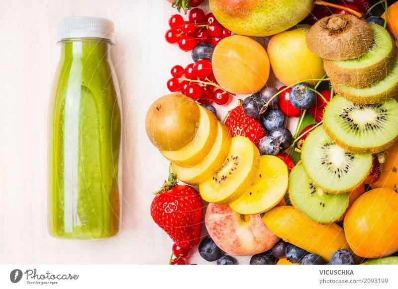 Grüner Smoothie oder Saft mit verschiedenen Früchten und Beeren Lebensmittel Frucht Getränk Erfrischungsgetränk Lifestyle Stil Design Gesundheit