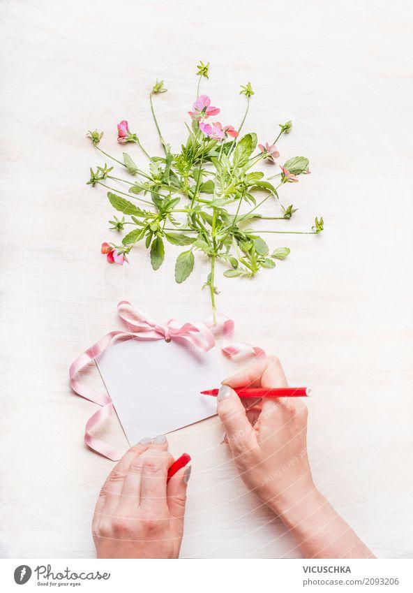 Weibliche Hand schreibt eine Grußkarte Mensch Frau Blume Erwachsene Lifestyle Liebe feminin Stil Feste & Feiern rosa Design Dekoration & Verzierung retro