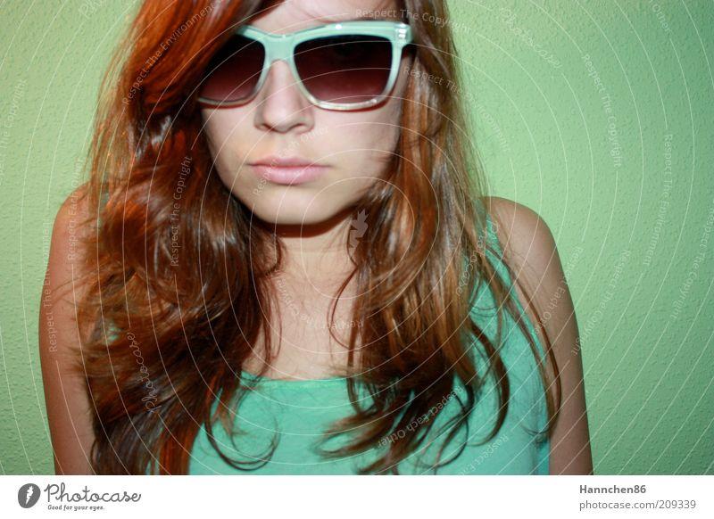 türkise Brille Mensch Jugendliche blau grün schön Gesicht kalt feminin Gefühle Haare & Frisuren Stil Zufriedenheit modern Lifestyle Coolness