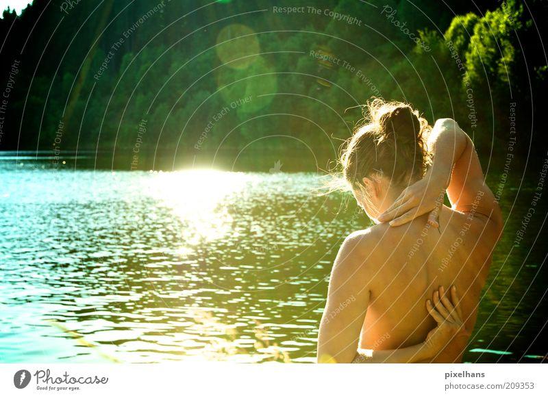 Sonnenwasser .. Frau Mensch Natur Jugendliche Wasser Sommer Leben feminin See Wärme Körper Erwachsene Ausflug Schwimmen & Baden