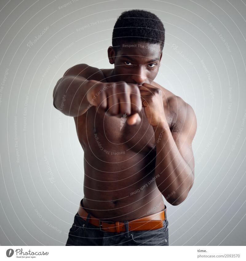 . Mensch Mann schön Erwachsene Bewegung Sport maskulin ästhetisch beobachten Fitness Hose Leidenschaft Körperpflege Konzentration Inspiration Wachsamkeit