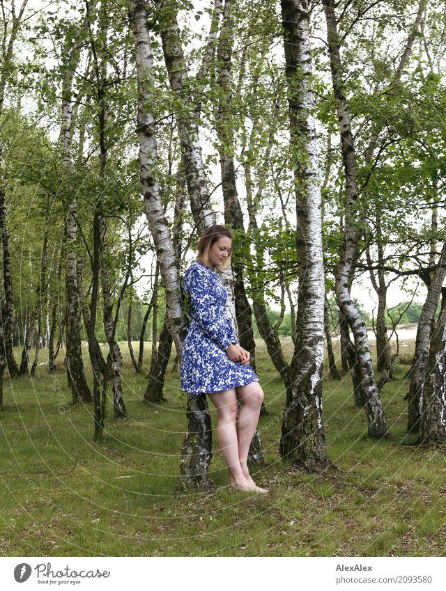 Foto mit Laura Natur Jugendliche Junge Frau Sommer schön Baum Landschaft 18-30 Jahre Erwachsene Beine natürlich Gras Ausflug träumen Körper ästhetisch