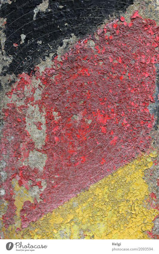 kaputt | ...und ausgedient alt Farbe rot schwarz gelb Gefühle Linie Schilder & Markierungen authentisch Kultur einzigartig Vergänglichkeit Wandel & Veränderung