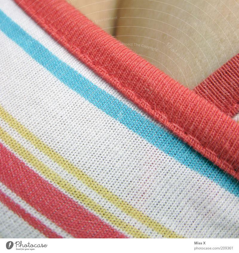 Schicken Ausschnitt hamse da die Dame II Mensch feminin Haut Bekleidung Stoff Frauenbrust Brust Junge Frau gestreift Bildausschnitt Dekolleté Muster Licht mehrfarbig