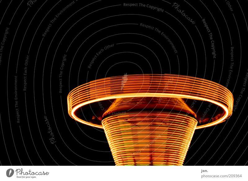 Feuerkreisel Stil Design gold leuchten Jahrmarkt drehen Nacht Drehung rotieren Leuchtspur Kreisel Kettenkarussell Lichtkreis Lichtgeschwindigkeit Lichtobjekt