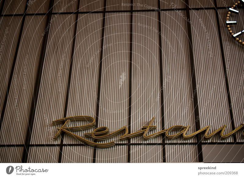 restau[rant] Gastronomie Dienstleistungsgewerbe Berlin Schriftzeichen ästhetisch Nostalgie Innenaufnahme Detailaufnahme Menschenleer Kunstlicht Werbeschild