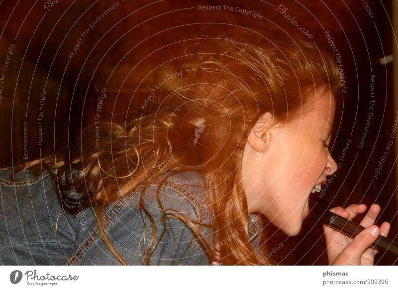 Future Rockstar Jugendliche blau schön Mädchen Freude Leben feminin Spielen Haare & Frisuren Bewegung Kindheit Energie ästhetisch natürlich authentisch