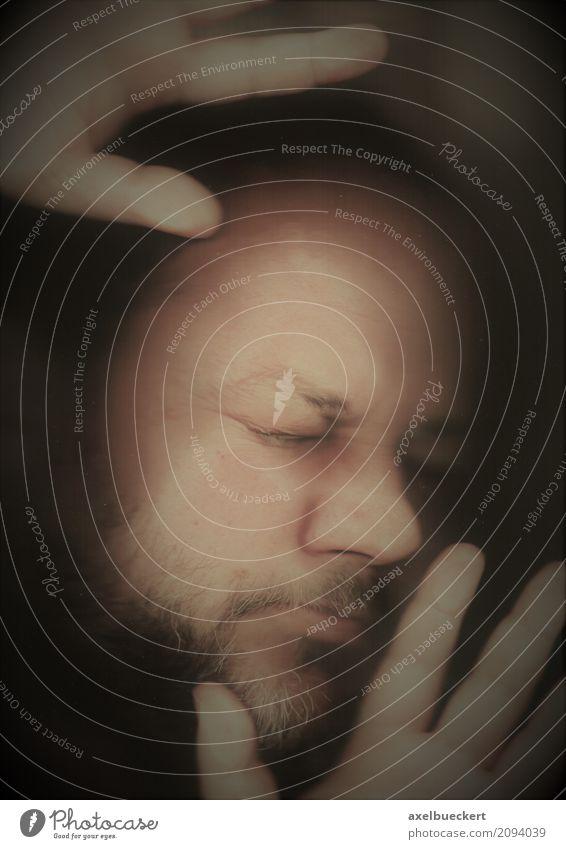 gefangen (Scanner Portrait) Mensch maskulin Mann Erwachsene Gesicht Hand 1 30-45 Jahre Bart dunkel bizarr Platzangst Angst Glasscheibe eingeengt eingeschlossen