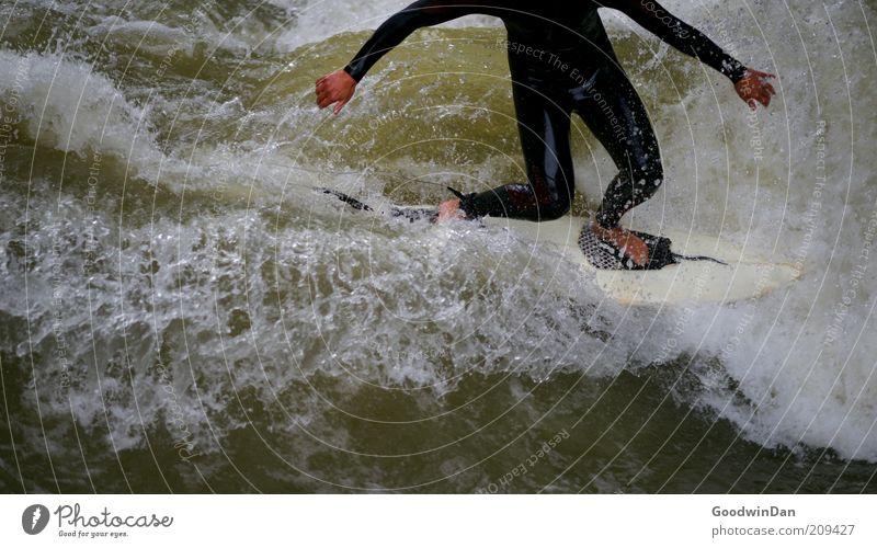 Kopfloses Unterfangen II Sport Surfen Surfer Surfbrett Mensch maskulin Junger Mann Jugendliche 1 Umwelt Natur Wasser schlechtes Wetter Bach kämpfen dunkel