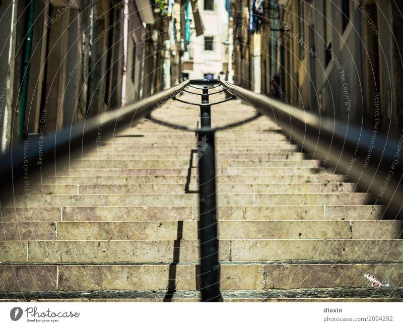 Handlauf in Lissabon Ferien & Urlaub & Reisen Tourismus Ferne Sightseeing Städtereise Portugal Hauptstadt Hafenstadt Stadtzentrum Altstadt Menschenleer Haus