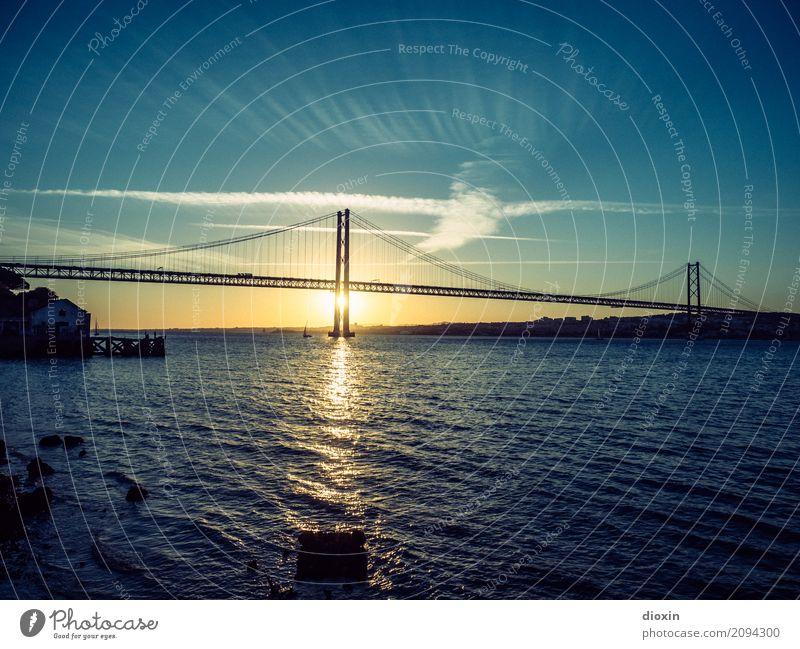 Ponte 25 de Abril Himmel Ferien & Urlaub & Reisen Stadt Wasser Sonne Wolken Tourismus Verkehr Schönes Wetter groß hoch Brücke Fluss Hauptstadt Städtereise