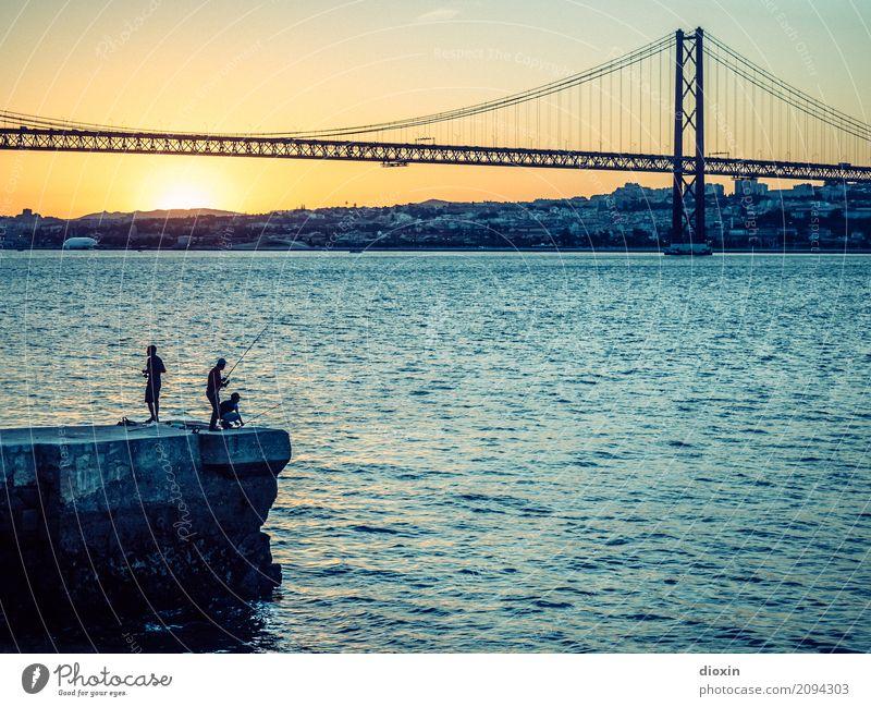 Tejo Ferien & Urlaub & Reisen Tourismus Städtereise Wellen Wasser Sonne Sonnenaufgang Sonnenuntergang Sonnenlicht Schönes Wetter Flussufer Lissabon Portugal