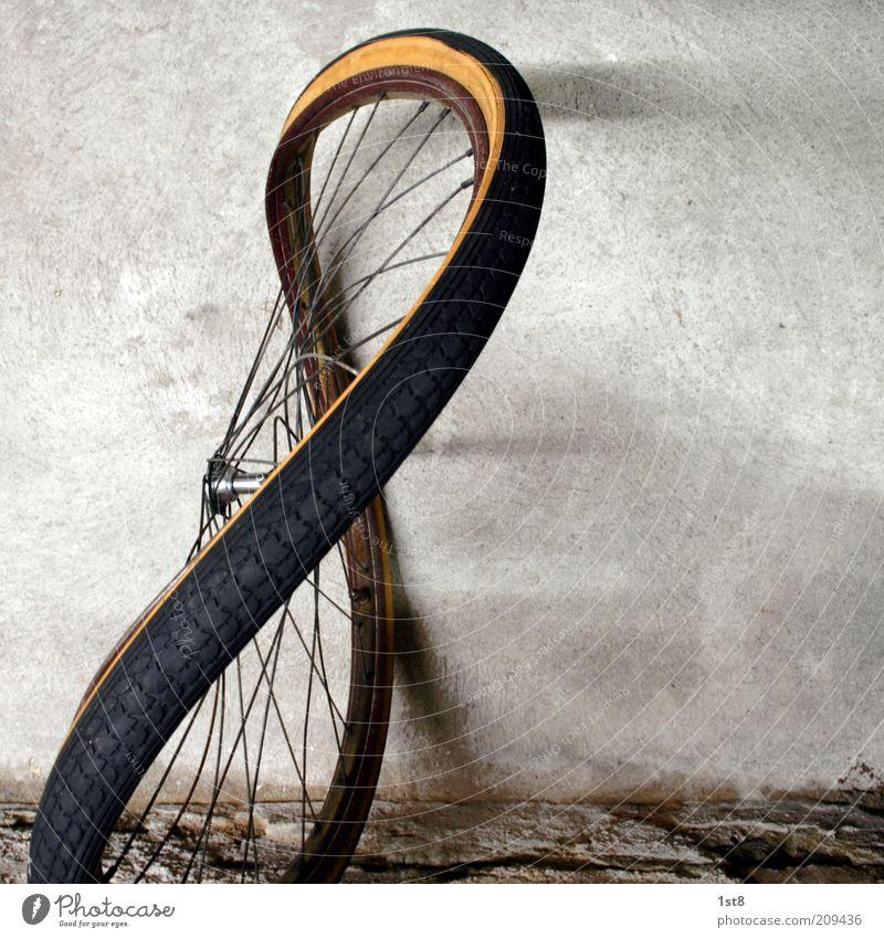 '52er 8 Kunst Kunstwerk Skulptur Verkehr Verkehrsmittel Personenverkehr Straßenverkehr Fahrrad alt schön einzigartig Rad Felge Nabe Reifen Stahlfelge Speichen