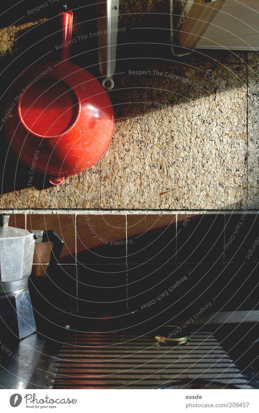 #kleinstküche Kaffeetrinken Espresso Innenarchitektur Küche Kaffeekanne Sieb Feierabend Mauer Wand alt einfach Originalität braun rot bescheiden Einsamkeit