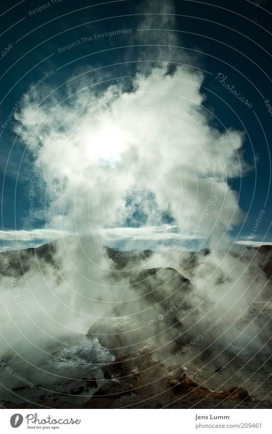 The Arc Urelemente Luft Wasser Felsen Geysir blau grün weiß Farbfoto Außenaufnahme Menschenleer Textfreiraum oben Tag Sonnenlicht Gegenlicht Wasserdampf