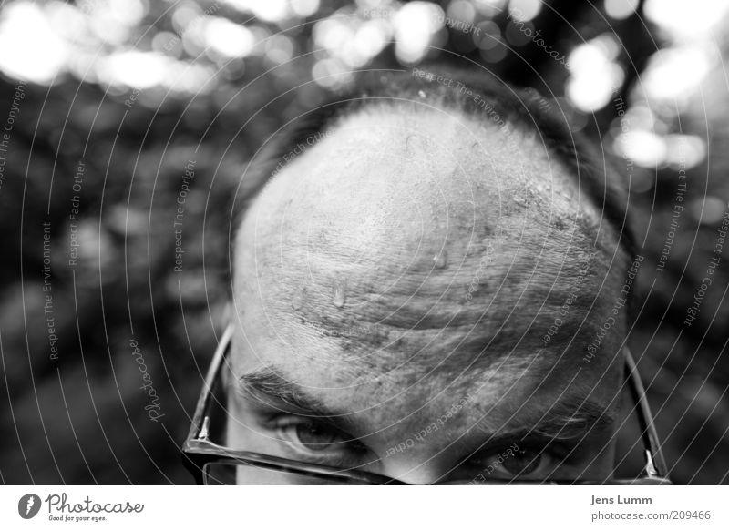 Don't ask maskulin Mann Erwachsene Kopf Haare & Frisuren Stirn 1 Mensch Brille kurzhaarig Glatze Ausdauer Erschöpfung Schweiß schwitzend Schwarzweißfoto