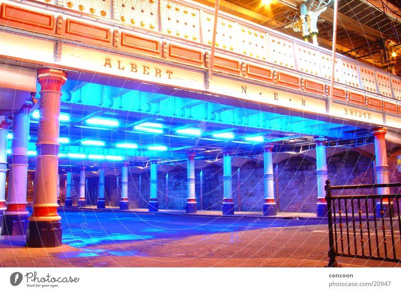 Albert Bridge Brücke England erleuchten Großbritannien Middlesbrough neonblau