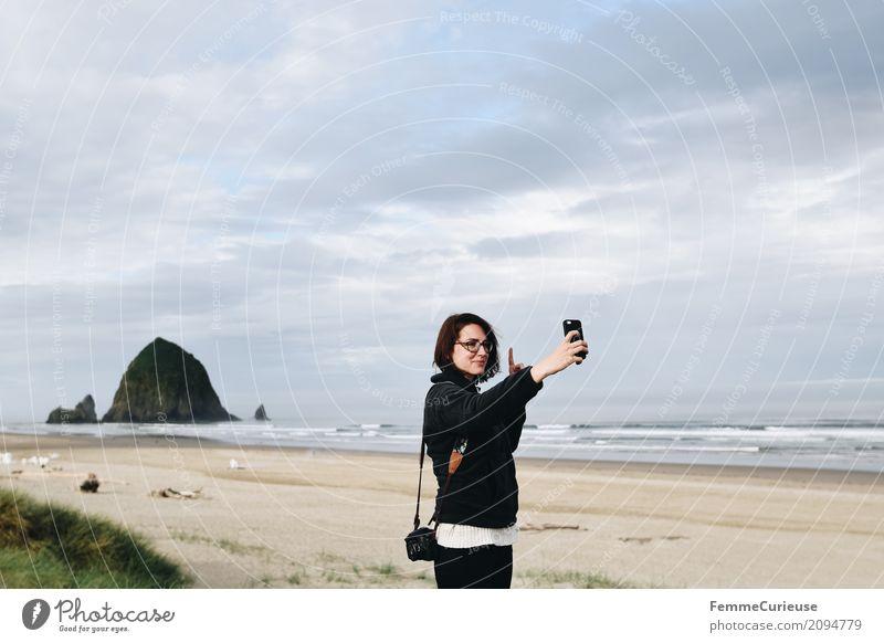 Roadtrip West Coast USA (308) feminin Junge Frau Jugendliche Erwachsene 1 Mensch 18-30 Jahre 30-45 Jahre Kommunizieren Oregon oregon coast Küste Strand Pazifik