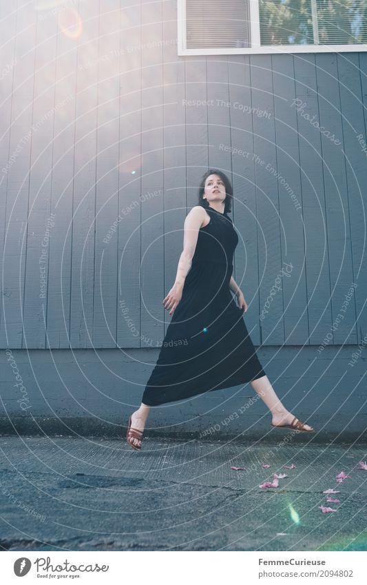 Roadtrip West Coast USA (95) feminin Junge Frau Jugendliche Erwachsene 1 Mensch 18-30 Jahre 30-45 Jahre schön Portland Kleid lang schwarz bodenlang elegant Dame