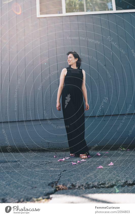 Roadtrip West Coast USA (100) feminin Junge Frau Jugendliche Erwachsene Mensch 18-30 Jahre 30-45 Jahre schön Kleid schwarz lang bodenlang Dame elegant Sandale