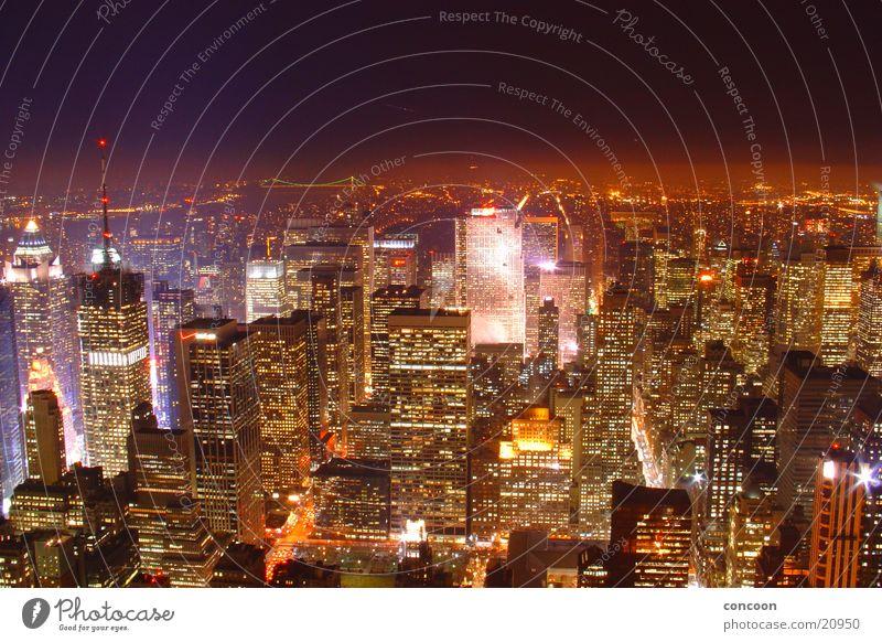 Skyline NYC Hochhaus Empire State Building New York City USA Nacht Nachtaufnahme Stadtlicht Vogelperspektive Aussicht Überblick Beleuchtung erleuchten