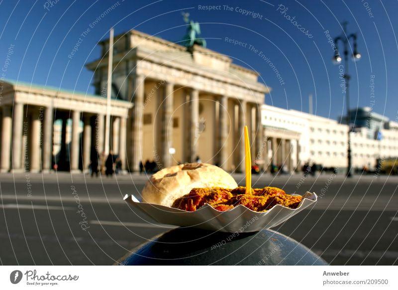 Einigkeit und Recht und Currywurst Lebensmittel Fleisch Wurstwaren Brötchen Bratwurst Ernährung Fastfood Schalen & Schüsseln Gabel Berlin Berlin-Mitte