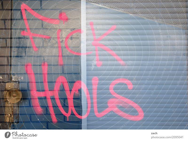 Erlebnisorientierte Jugend Fan Hooligan Jugendkultur Subkultur Berlin Stadt Hauptstadt Stadtzentrum Mauer Wand Fassade Tür Zeichen Schriftzeichen Graffiti