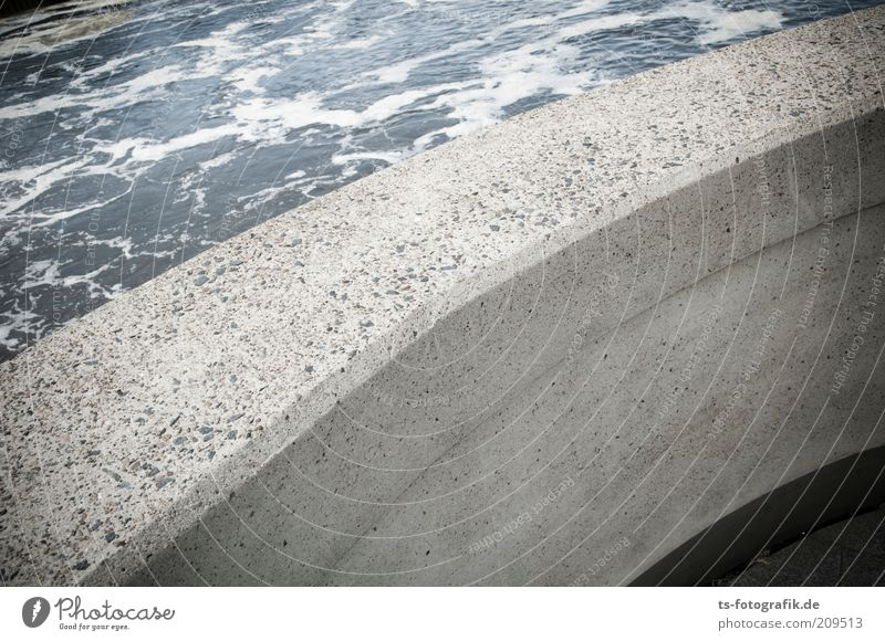 Flussbekurvigung Natur Wasser kalt grau Stein Mauer Wege & Pfade Umwelt nass Beton Ordnung trocken Verkehrswege Kurve Urelemente