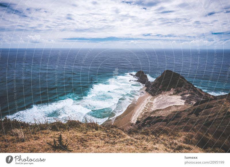 cape reinga Natur blau Sommer Wasser Landschaft Meer Wolken Strand Küste braun Wellen Urelemente abgelegen Neuseeland Pazifik Nordinsel