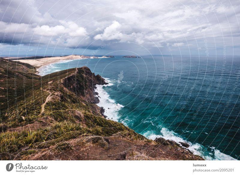 remote Natur Ferien & Urlaub & Reisen blau Sommer Landschaft Meer Wolken Strand Küste Gras Wellen Fernweh Düne abgelegen Klippe schlechtes Wetter