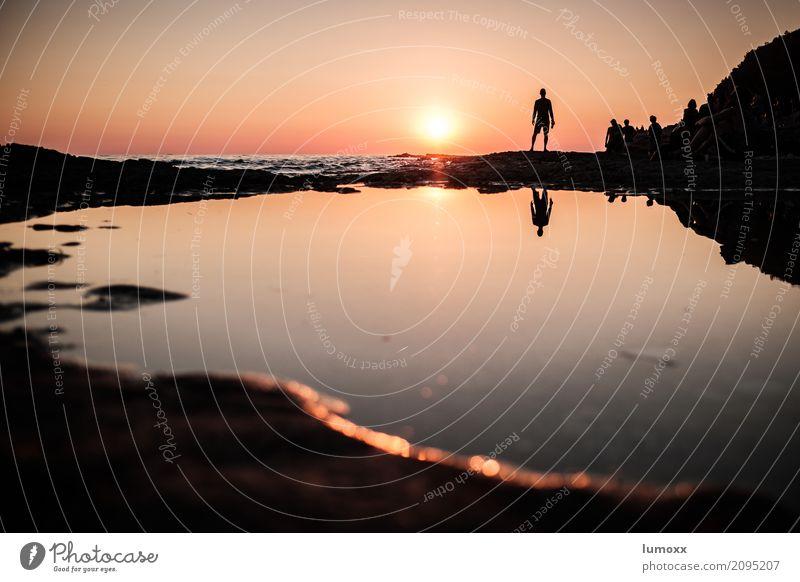 rave on Wasser Sonne Sonnenlicht Sommer Strand Meer Adria orange Porec Kroatien Lighthouse Festival Reflexion & Spiegelung Sonnenuntergang Mensch Farbfoto