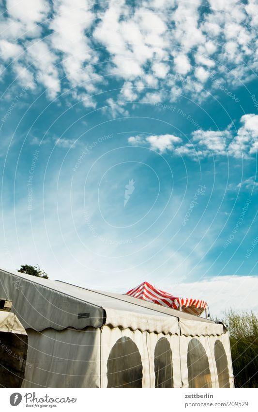 Festzelt Ferien & Urlaub & Reisen Sommer Wolken gut Juli Juni Farbfoto Außenaufnahme Blauer Himmel Schönes Wetter Sonnenlicht Zelt Wetterschutz Camping
