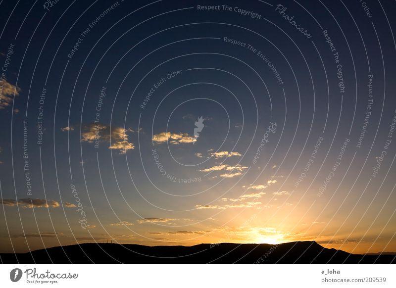 i'm off to alice springs Natur schön Himmel Sonne Ferien & Urlaub & Reisen Wolken Ferne Erholung oben Berge u. Gebirge Wärme Landschaft Zufriedenheit Horizont Sehnsucht Hügel