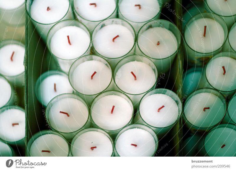 Talgträume Dekoration & Verzierung rund grün Kerze Kerzendocht Kerzenaltar Hoffnung Farbfoto Innenaufnahme Menschenleer viele Verpackung Teelicht verpackt