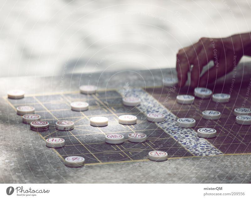 Das ganze Leben ist ein Spiel. Hand Spielen planen Zukunft Zeichen Konzentration Ruhestand Verstand Freizeit & Hobby Wissen Weisheit Erfahrung Management