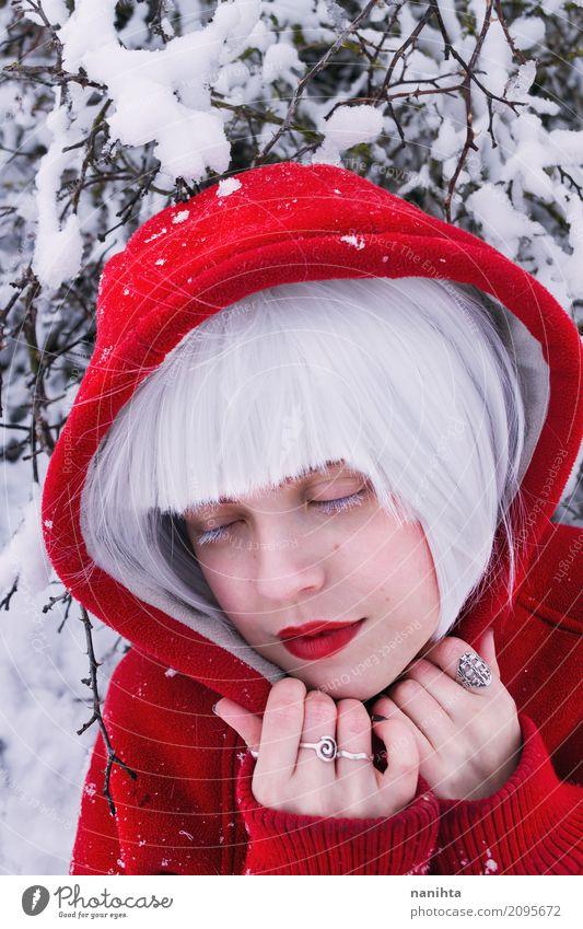 Mensch Jugendliche Junge Frau schön weiß rot Erholung ruhig Winter 18-30 Jahre Erwachsene kalt Schnee feminin Stil Schneefall