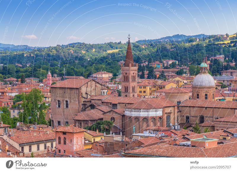Panorama von Bologna Emilia Romagna Italien Tourismus Stadt Architektur Dach Sehenswürdigkeit historisch panorama kirche Kuppeldach basilika norditalien reisen