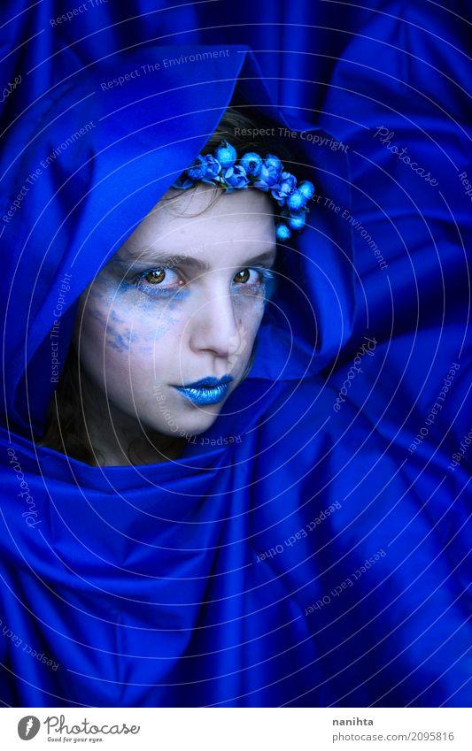 Mysteriöse blaue Frau elegant Stil exotisch schön Haut Schminke Karneval Mensch feminin Junge Frau Jugendliche 1 18-30 Jahre Erwachsene Kunst Künstler Stoff