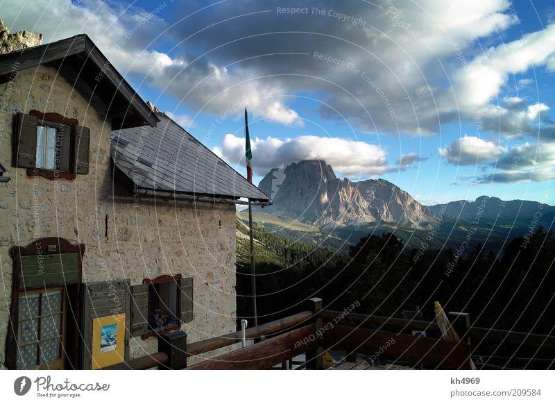 Regensburger Hütte und Langkofel Natur Himmel blau Sommer Freude Haus Wolken Ferne Erholung Fenster Berge u. Gebirge Stein Wege & Pfade Landschaft Stimmung